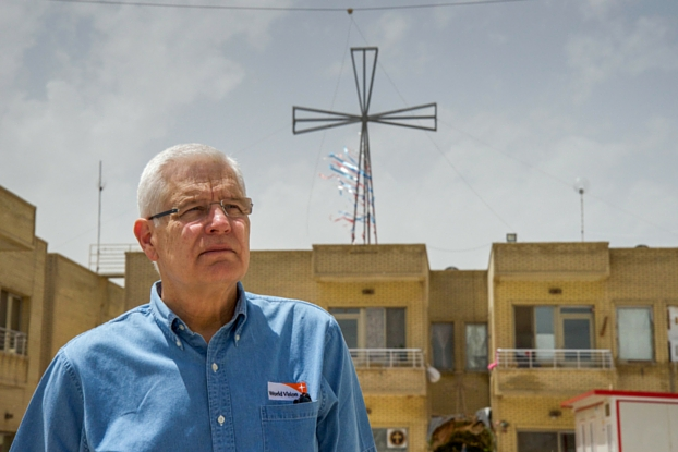 Rich Stearns visits a settlement for displaced families in Erbil, northern Iraq. (Photo: 2016 Kari Costanza/World Vision)