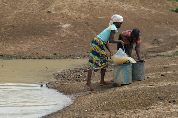 Women gathering water. (Photo: Greg Allgood/World Vision)