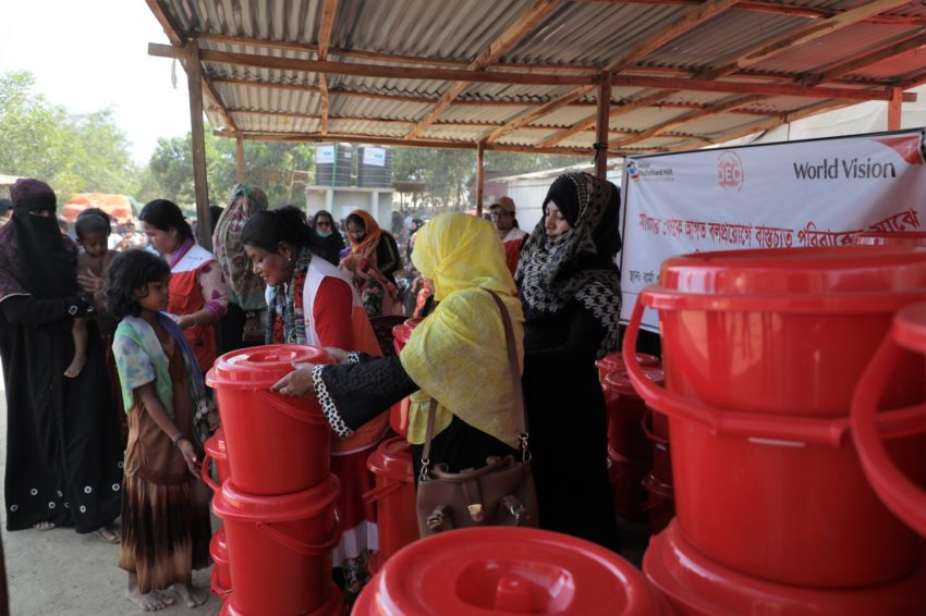 Myanmar refugees in Bangladesh. Women receive personal hygiene supplies from World Vision. (©2018 World Vision/photo by Himaloy Joseph Mree)
