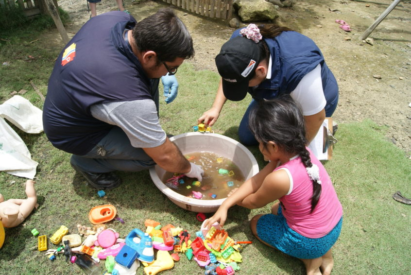 World Vision and Ministry of Health personnel visit homes in Ecuador to talk about Zika prevention and show families how to remove mosquito breeding sites and destroy larvae. (©2016 World Vision/photo by Julia Carrion)