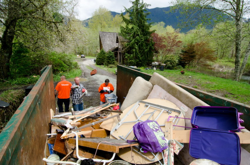 World Vision helps Oso community members clean-up and rebuild after the devastating Oso mudslide. (©2014 World Vision/photo by Chris Huber)