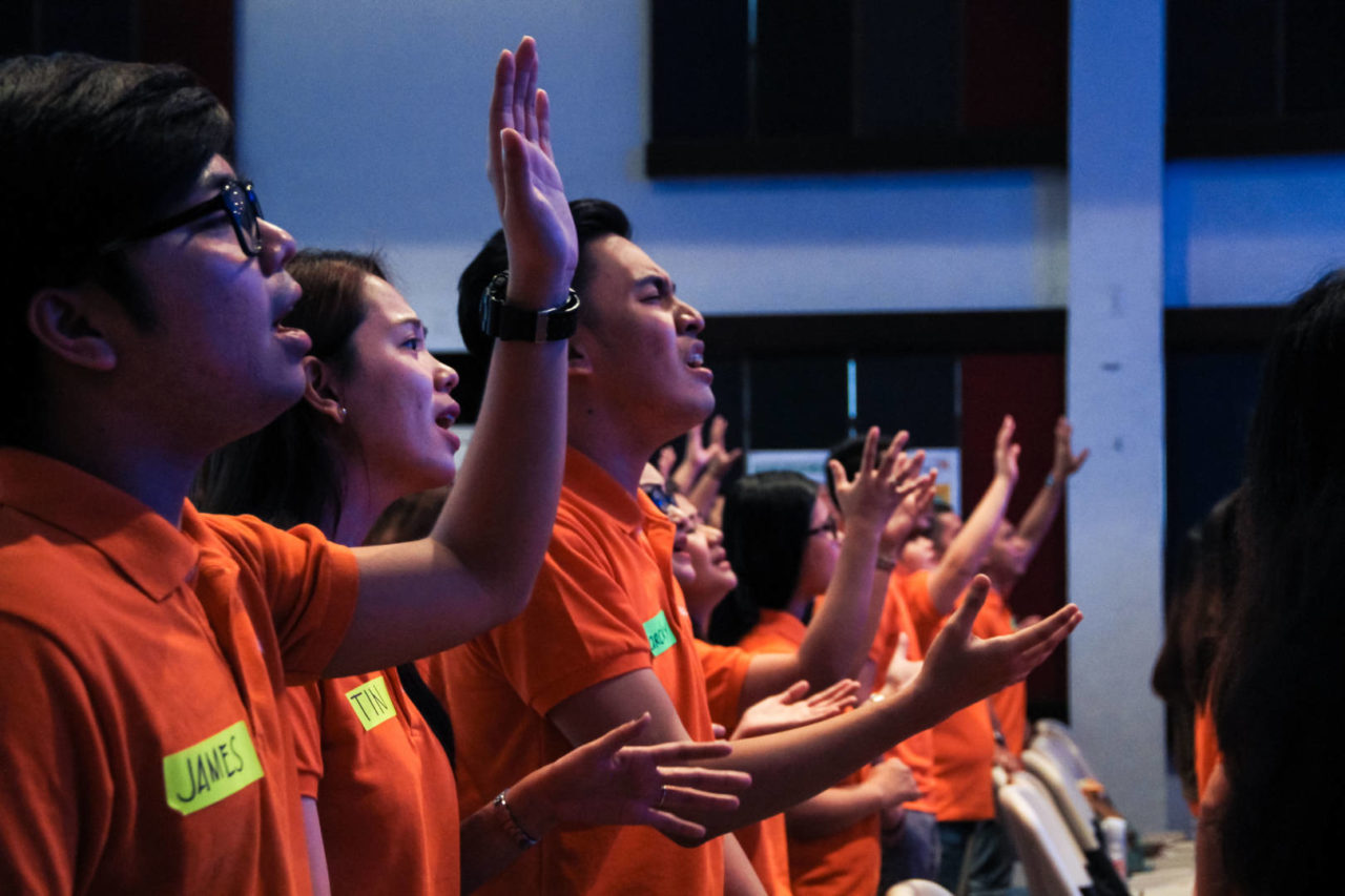 World Vision staff sing praises in the Philippines