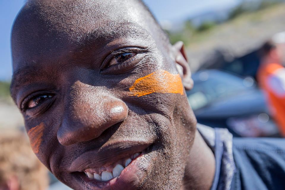 Lopez Lomong sports his Team World Vision orange face paint and is ready to race at the start of the 2016 Hood to Coast Relay.