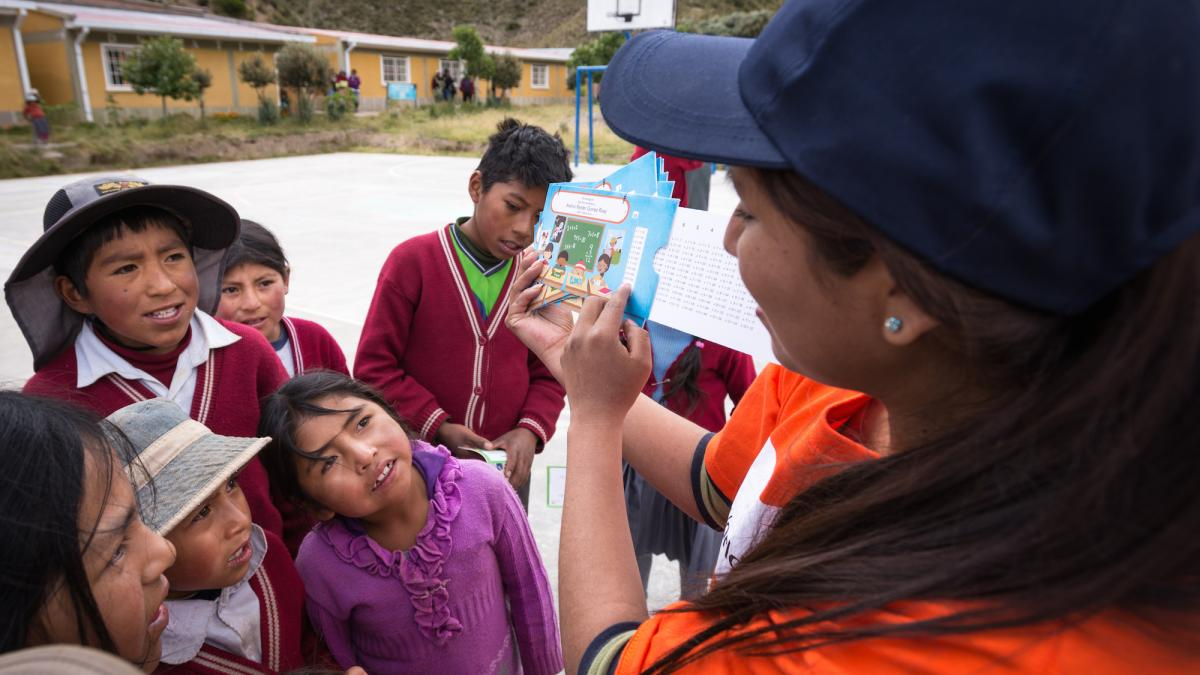 Kids in Latin America receiving greeting cards.
