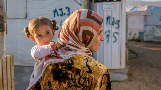 syrian mother and daughter